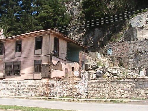 Earthquake damaged home in Constitucion.JPG