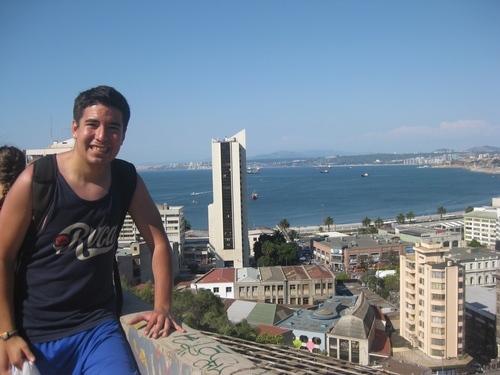 Javier overlooking the port of Valparaiso.JPG