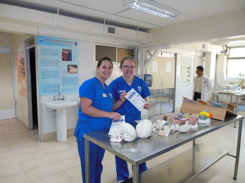 Sarah Post and Sara Pietila in the anatomy lab.JPG