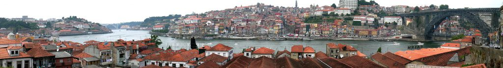 Panoramic view from Vila Nova de Gaia towards the old harbour and the central district of Oporto. Courtesy: Janek Pfeifer