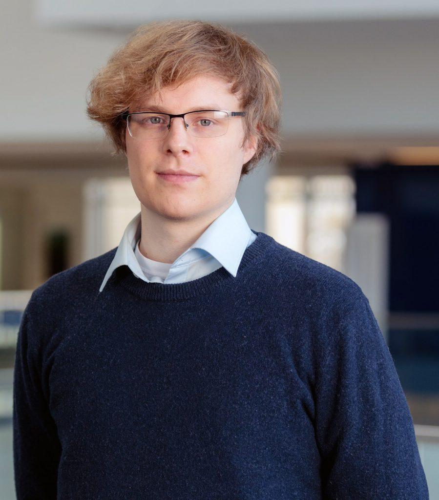 Photo of Dr. Joris Roos